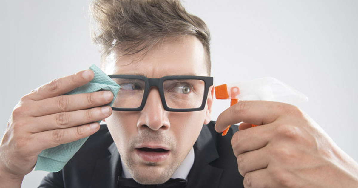 como-limpiar-tus-lentes-de-medida-de-virus-bacterias