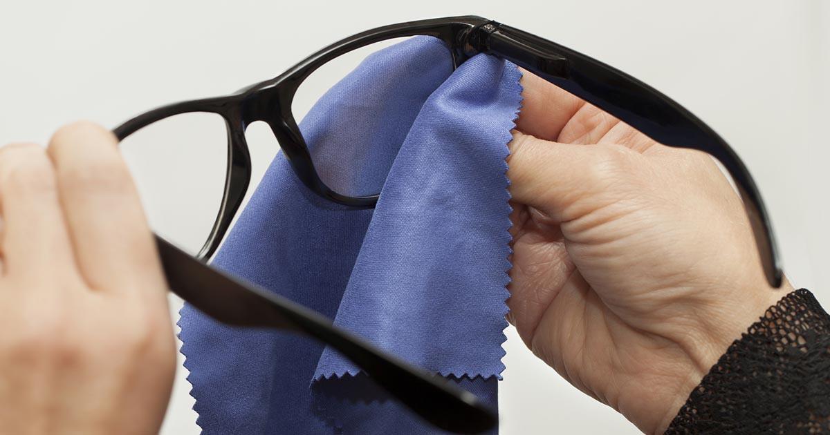 como-limpiar-tus-lentes-de-medida-optimania